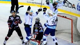 V Nitre naši hokejisti ani so štyrmi gólmi nevyhrali, mečbal má súper + HLASY