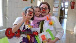 Na operáciu so smiechom zdravotných klaunov