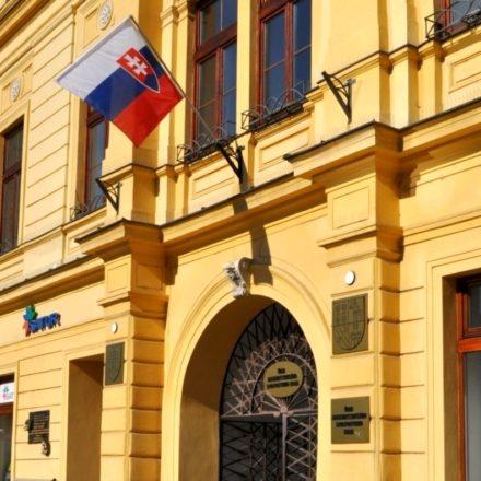 statna vlajka na urade bbsk