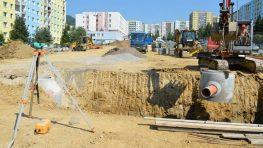 Na mestských stavbách sa pracuje aj v lete, plážové kúpalisko má 60 rokov