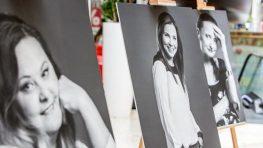 V Rooseveltke  si môžete pozrieť umelecké  fotografie Jeny Šramkovej Sedem životov