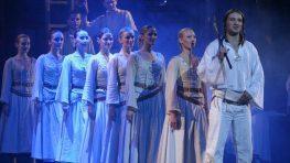 SÚŤAŽ: Legendárny muzikálNA SKLE MAĽOVANÉ ožíva aj v Banskej Bystrici!