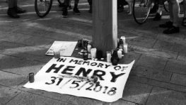 V stredu je na bystrickom Námestí SNP pietna spomienka na zabitého Filipínca Henryho