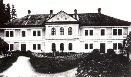 nova-budova-gymnazia-v-Revucej1