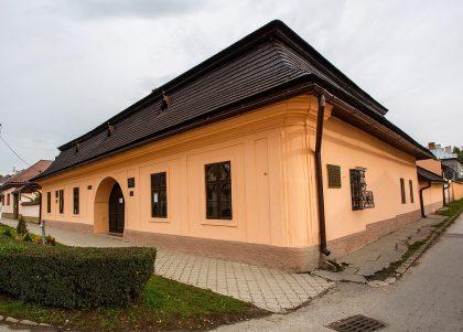 povodna-budova-gymnazia-v-revucej