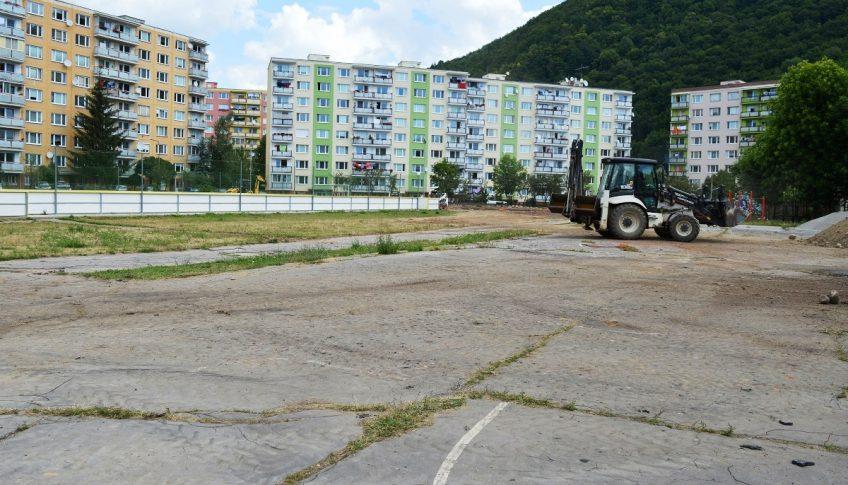 Areál pri ZŠ Radvanská