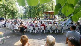"""Nedeľný promenádny koncert """"Divoký západ"""" v Mestskom parku"""