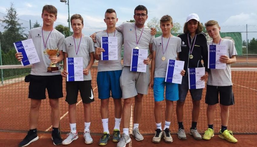 mladi tenisti