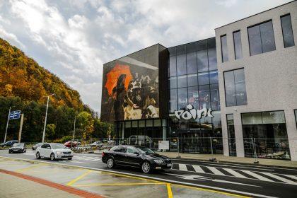 FOTO  Vo štvrtok 25. októbra otvorili nákupné centrum POINT Banská ... 84051deda79