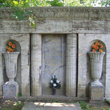 hudec rodinna hrobka