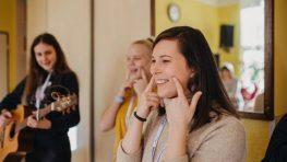 Do Bystrice zamierilo 300 dobrovoľníkov, pomáhali seniorom a pripravovali Godzonetour