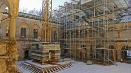 FOTO: Rekonštrukcia kaštieľa Radvanských pokračuje druhou etapou
