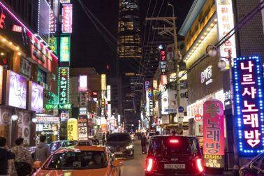 Soul. v pozadi nakupne centrum Lotte World Tower