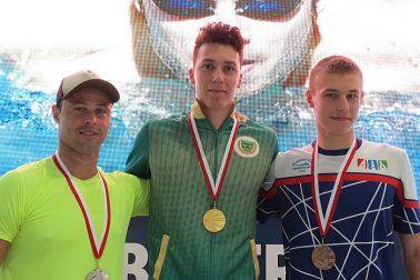 Nový rekordér na 50 Z Bence Szentes, vľavo Nelson da Silva, vpravo Ernek