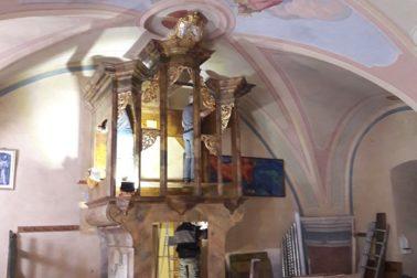 Obnovovacie práce v organovej skrini nástroja