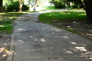 Chodník Park pod Pämatníkom, pred opravou