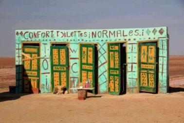 zachody v tuniskej pusti
