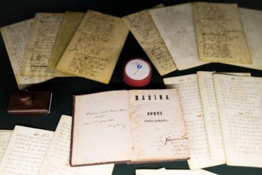 Faximile-originálneho-rukopisu-Sládkovičovej-Maríny-spolu-s-prvým-vydaním-z-roku-1846