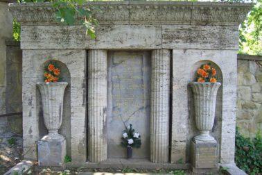 hudec-rodinna-hrobka