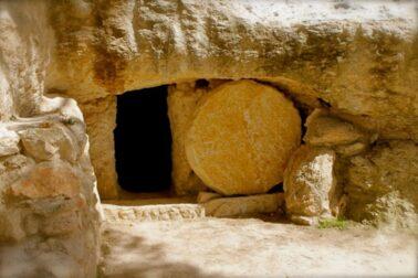 otvoreny kristov hrob