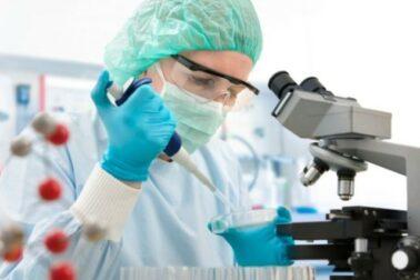 vyskum-veda-laboratoriu-liecba-vedci-lekari-doktori-640x426