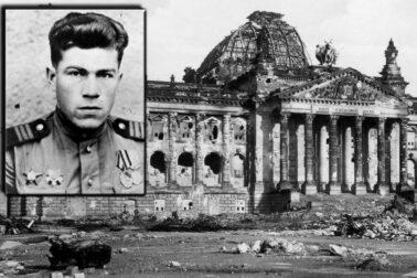 vojak-s-vlajkou-na-Reichstagu