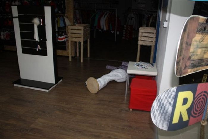 93a8a556d Dlhoprstým neunikol obchod so športovými potrebami a oblečením na  Zvolenskej ceste: Neznámy zlodej tu ukradol tovar za bezmála 15.000 eur.