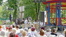 FOTO: Prvý letný promenádny koncert v mestskom parku dopadol výborne