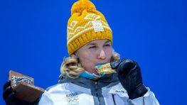 FOTO: Nasťa Kuzminová má už zlato, odovzdala jej ho Barteková, obe si poplakali