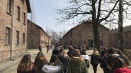 Banskobystrickí žiaci sa na poznávacích zájazdoch do Krakova a Osvienčimu učia o histórii