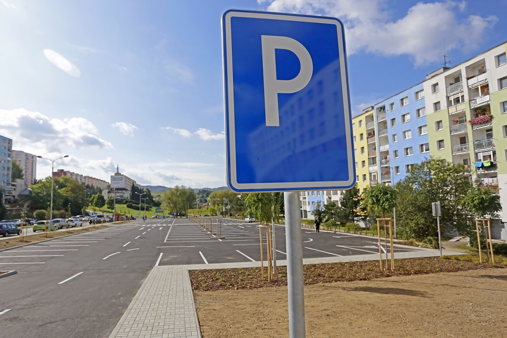 2f371f164e Systematicky dlhodobo neriešený deficit parkovacích miest je viditeľný aj v Banskej  Bystrici.