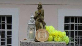 V Sklených Tepliciach posvätili sochu svätej Barbory – patrónky baníkov a Barborskej cesty