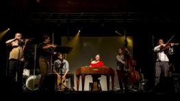 Skupina Rusín Čendeš Orchestra pokrstí v Robotníckom dome nový album