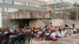 Kino v bazéne sa otvára 20. júna, tento rok prinesie filmy o práci