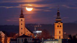 V utorok po desiatej večer môžeme na oblohe sledovať čiastočné zatmenie Mesiaca