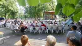 Mestský park: Nedeľný promenádny koncert v štýle Veľkého Gatsbyho