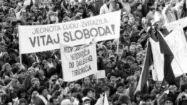 S októbrovou Bystrickou hodinkou návrat do novembra 1989