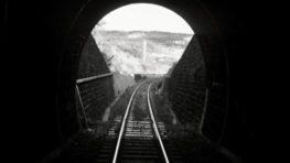 Tragédia na železnici: V rudlovskom tuneli vlak zrazil mladé dievča (†17)