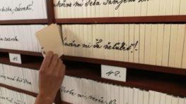 Od pondelka si budeme môcť posielať pekné odkazy napísané láskyplným Sládkovičovým písmom