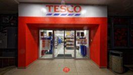 Tesco otvorilo ďalší supermarket v Rudlovej – Sásovej na Rudohorskej