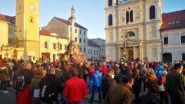 Na bystrickom námestí 17. novembra protestovali slušní občania, žiadni fašisti či komunisti!