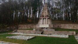 Pietna spomienka pri Pamätníku obetiam fašizmu v Kremničke v komornom duchu