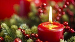 Začal predvianočný advent, horí prvá sviečka…
