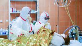 Aktuálny prehľad pacientov s covidom na Slovensku (streda 677 prípadov a 53 úmrtí)