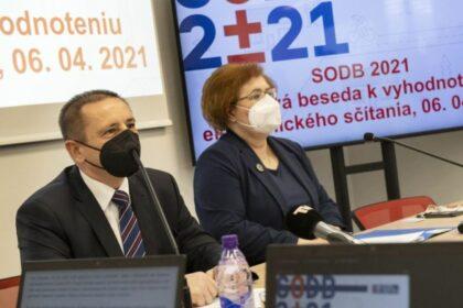Zľava predseda ŠÚ SR Alexander Ballek a riaditeľka sekcie Ľudmila Ivančíková