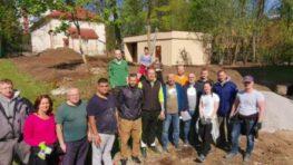 FOTO: Vďaka aktívnym Radvančanom vzniká Radvanská záhrada