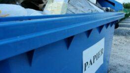 Modré kontajnery v meste – papier najskôr roztrhajte alebo sploštite
