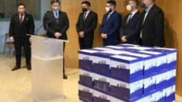 Petičný výbor odovzdal prezidentke takmer 600 tisíc podpisov občanov za referendum