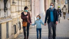 Vláda dá za pandémiu 333 € na dieťa len rodinám v hmotnej núdzi, Hlas chcel dať 300 € každej rodine