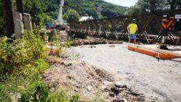 FOTO: V pondelok preložili starý most v Iliaši do novej trasy, na jeseň bude hotový nový